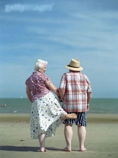 lasting love means maintaining your sense of humour and taking part in the lighter side of life. Take marriage tips from these guys and you won't go wrong. Vieux Couples, Old Couples, Cute Couples, Elderly Couples, Mature Couples, Happy Couples, Unhappy Marriage, Marriage Humor, Growing Old Together