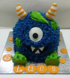 Rich chocolate cake with buttercream Monster Birthday Parties, Monster Party, Man Birthday, Birthday Ideas, Monster Treats, Monster Cakes, Halloween Cakes, Cute Cakes, Cake Smash
