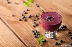 spinach, banana, blueberries, ginger root, Greek yogurt, chilled green tea, pomegranate juice, ice, #superfood_smoothies