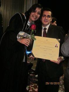 Acompañándome en un momento muy importante ...mi graduación 2010
