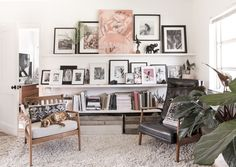one-couple-turned-a-650-square-foot-rental-into-a-plant-filled-boho-oasis-small-space-decor-tips-from-a-650-square-foot-bohemian-apartment-living-room-space-59823edba4596b1245d141cc-origin.jpg (1500×1067)
