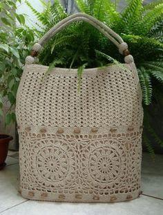 Crochet bag with row of granny squares at bottom. patrón,bolsas,a ganchillo o crochet, Crochet Tote, Crochet Handbags, Crochet Purses, Knit Or Crochet, Crochet Crafts, Crochet Projects, Diy Crafts, Crochet Designs, Crochet Stitches