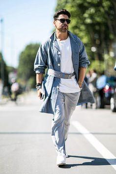 ロングコート×ホワイトTシャツ