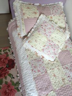 Cameretta Shabby.  Quilt singolo, cuscino, copri guanciale e tappeto da Spugnariccione.it