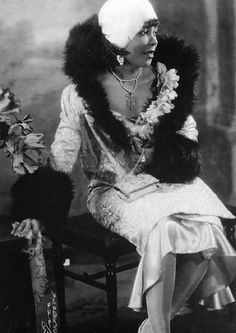 1920′s Black Woman in Fashion  ~This is style!  Not a detail missed from head to toe ~ NMB ~