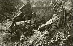 Slag bij Verdun. De Slag bij Verdun wordt de grootste slag uit de wereldgeschiedenis genoemd. Er zijn super veel mensen verloren, ongeveer 700.000, en er is erg lang gevochten op een beperkt grondgebied, en er is bijna geen land veroverd  Deze veldslag duurde van 21 februari 1916 tot 19 december 1916.