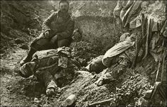 De Slag om Verdun (21 februari 1916 – 20 december 1916) was een van de bloedigste veldslagen uit de geschiedenis van de Eerste Wereldoorlog. Deze slag word ook wel de Loopgravenoorlog genoemd, dit komt omdat tijdens deze oorlog de soldaten zich ingroeven en af en toe naar boven kwamen om de tegenstanders neer te schieten, er zijn ontzettend veel doden gevallen deze slag, maar zonder resultaten.