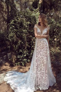 901 dress (Slim A-Line, Illusion, Cap Sleeves, Cap Sleeve) from GALA by Galia Lahav 2018, as seen on bisou.bride.ca. Click for Similar