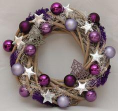 Výsledek obrázku pro vánoční věnce na dveře Christmas Time, Christmas Crafts, Christmas Decorations, Holiday Decor, Christmas Ornament Wreath, Xmas Wreaths, Handmade Ornaments, Diy Wreath, Diy And Crafts