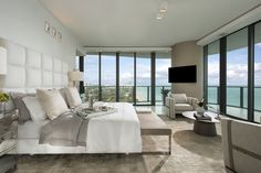luxury-master-bedrooms-celebrity-homes-large-painted-wood-decor.jpg (1280×853)