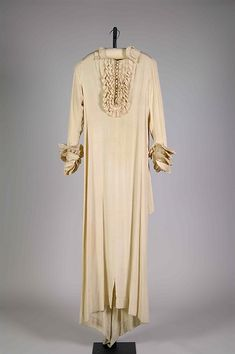 Dressing gown Attributed to House of Worth (French, Designer: Attributed to Roger Worth (French, born Date: ca. Vintage Dresses, Vintage Outfits, Vintage Fashion, House Of Worth, Designer Evening Dresses, Period Outfit, Costume Collection, Costume Institute, Antique Clothing