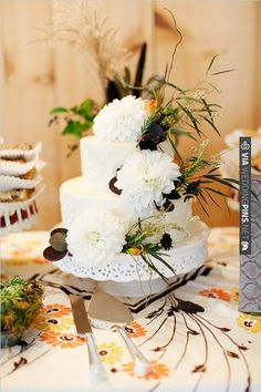 rustic white wedding cake | CHECK OUT MORE IDEAS AT WEDDINGPINS.NET | #weddingcakes