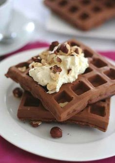 Gluten-Free Chocolate Hazelnut Protein Waffles | 31 Delicious Low-Carb Breakfasts For A Healthy New Year
