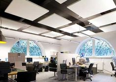 Akoestiek oplossingen met plafond panelen wit bowerkt