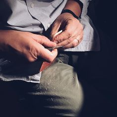 """Working on the corners and edges.. """"Wanna"""" make sure they're nice and smooth.. Happy weekend everyone! / Trabajando en las orillas y esquinas, asegurando que queden bien suaves. Feliz fin de semana a todos! #timogoods #leather #handmade #handcrafted #made"""