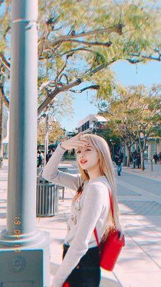 Lisa make new standard for a beauty definition Blackpink Lisa, Blackpink Jennie, Kpop Girl Groups, Korean Girl Groups, Kpop Girls, Lisa Blackpink Wallpaper, Wallpaper Lockscreen, Wallpapers, Kim Jisoo