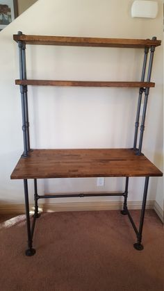 Etsy の Pipe Desk with Shelving by PipeFurnitureDesigns