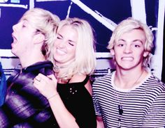 Ross ur so adorably HOT/CUTE/AMAZING