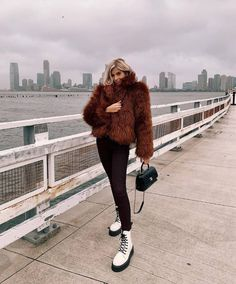 Martens Outfits Our Readers Are Loving This Winter - 16 Dr. Martens Outfits to Copy From Our Readers Dr Martens Outfit, Doc Martens Style, Dr Martens Boots, Outfits With Doc Martens, Combat Boot Outfits, Winter Boots Outfits, Fall Outfits, Combat Boots Look, Outfit Winter