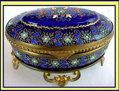 Google Image Result for http://www.antiques.com/vendor_item_images/ori_417-34296-1176236-ANTIQUE-FRENCH-LIMOGES-ENAMEL-JEWEL-BOX-ZOU34322241b.jpg