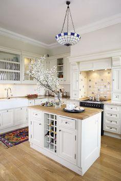 W kuchni gospodyni nie tylko gotuje, ale też pracuje - tak lubi to miejsce.