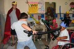 #helpinternational volunteers in El Salvador at the Hogar del Niño Orphanage teach residents about different historical periods, such as Medieval Times.  http://hogardelnino.help-international.org/blog/time-travelers#