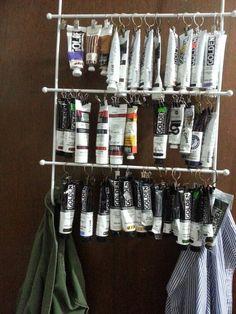 14 Inventive Ways Curtain Clips Can Be Used – dollar store office organization Art Studio Storage, Art Studio Room, Art Supplies Storage, Art Studio Design, Art Studio Organization, Art Studio At Home, Painting Studio, Deco Design, Storage Ideas