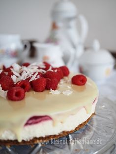 kokos-himbeertorte-glutenfrei-ganache-weiße-schokolade Cheesecake, Baking, Desserts, Food, White Chocolate, Whipped Cream, Pies, Kuchen, Raspberries