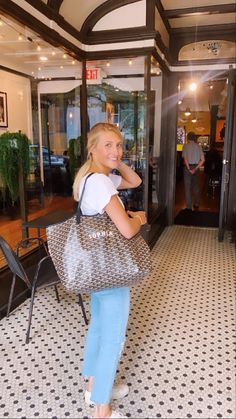 Preppy Outfits, Summer Outfits, Cute Outfits, Stylish Outfits, Girl Outfits, Goyard Bag, Tote Bag, Friend Poses, Fitspo
