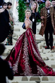 The Gala Gown: A gold-and-ruby brocade and beaded Atelier Versace gown with attached skir Blake Lively MET Gala 2018 Gala Gowns, Gala Dresses, Red Carpet Dresses, Formal Dresses, Wedding Dresses, Beautiful Gowns, Beautiful Outfits, Mode Chanel, Fantasy Dress