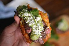 Carne Asada Latke Tacos Are the Best Way to Stuff Your Face With Potatoes Wing Recipes, Beef Recipes, Cooking Recipes, Jewish Recipes, Mexican Food Recipes, Ethnic Recipes, Smoked Pulled Pork, Homemade Cornbread, Skirt Steak