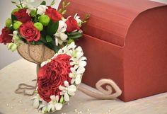 Cutie pentru dar! Simple, eleganta, discreta! Your Favorite, Floral Wreath, Gift Wrapping, Modern, Social Media, Home Decor, Gift Wrapping Paper, Floral Crown, Trendy Tree