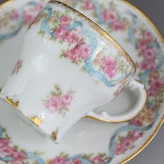 リモージュ・ピンクローズとリボンのカップ&ソーサー