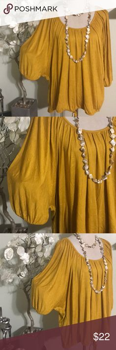 APT. 9 BLOUSE Beautiful blouse in excellent condition, 100% rayon Apt.9 Tops Blouses