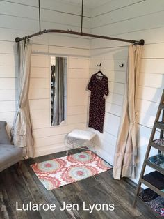 Country themed Lularoom dressing room made out of electrical pipe material. - Country themed Lularoom dressing room made out of electrical pipe material. Boutique Interior, Garage Boutique, Boutique Decor, Boutique Mobiles, Home Design, Interior Design, Deco Studio, Clothing Displays, Dressing Room