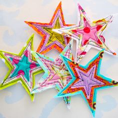DIY Fabric Star Embellishments (would make cute Christmas tree ornaments) Fabric Crafts, Sewing Crafts, Sewing Projects, Scrap Fabric, Christmas Sewing, Christmas Diy, Christmas Stars, Family Christmas, Fabric Stars