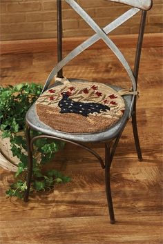 Chicken Run Rooster Hooked Chair Pad Portable Chicken Coop, Best Chicken Coop, Small Chicken, Building A Chicken Coop, Chicken Runs, Chicken Coops, Kitchen Chair Cushions, Slipcovers For Chairs, Cushions On Sofa