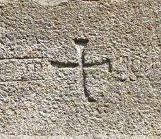 Una cruz griega de una casa que tengo en San Ciprián de Hermisende... un misterio.