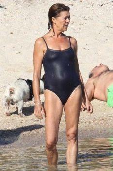 Caroline of Monaco (February 2006 - November - Page 62 - the Fashion Spot Celebrity Cellulite, Celebrity Bikini, Monaco Princess, Swimsuit Pics, Monaco Royal Family, Fit Board Workouts, Old Actress, Bathing Beauties, Grace Kelly