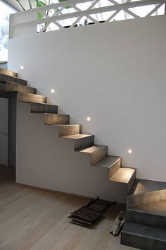 Staircase Design Modern, Luxury Staircase, Staircase Handrail, Home Stairs Design, Interior Stairs, White Exterior Houses, Tiny House Exterior, Stairs Architecture, Architecture Details
