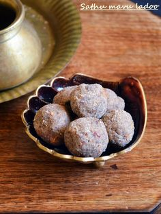 Sathu mavu ladoo: Here is a very easy to make delicious snack for kids and toddlers,ladoo with sathu mavu/multigrain flour,very filling and wholesome snack ,recipe @ http://cookclickndevour.com/2014/10/sathu-mavu-ladoo-recipe.html