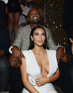 After a quick getaway to Hawaii, Kim Kardashian brings the party stateside with Kanye and mom Kris at TAO Nightclub for a birthday bash on Friday in Las Vegas. Kourtney Kardashian, Estilo Kardashian, Kardashian Photos, Kardashian Style, Kardashian Jenner, Kardashian Girls, Kris Jenner, Las Vegas, Tao Nightclub