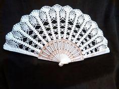 Crocheted hand fan wedding fan spanish fan por RDvintagencrochet