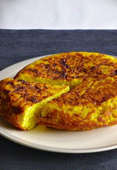 You can never leave Spain without tasting one of the essential elements of Spanish cuisine: the famous tortilla española or Spanish omelette. Spanish Cuisine, Spanish Dishes, Spanish Tapas, Spanish Appetizers, Mexican Food Recipes, Vegetarian Recipes, Cooking Recipes, Spanish Food Recipes, Delicious Recipes