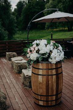 centpieceer, hay, rustic композиция, бочки, сено в декоре, рустик