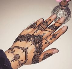 mentions J'aime, 4 commentaires - ✨ Daily Henna Inspiration ✨ ( Pretty Henna Designs, Henna Designs Easy, Latest Mehndi Designs, Mehndi Designs For Hands, Henna Tattoo Sleeve, Mehndi Tattoo, Henna Tattoo Designs, Small Henna Tattoos, Hand Tattoos