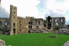 Llawhaden Castle - 5km NW of Narberth, 16km E of Haverfordwest in Pembrokeshire, Southwest Wales (visited Aug 2012)