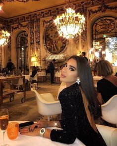 Last nights beautiful Parisian date night that I'll never forget❤️ Le Meur. Last nights beautiful Parisian date night that I'll never forget❤️ Le Meurice Boujee Lifestyle, Luxury Lifestyle Fashion, Luxury Fashion, Mode Outfits, Fashion Outfits, Fashion Women, Luxury Girl, Classy Aesthetic, Elegantes Outfit