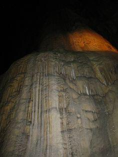 Штат Герреро, Мексика. Одна из самых красивых и интересных мексиканских пещер, входит в десятку крупнейших пещерных систем в мире.