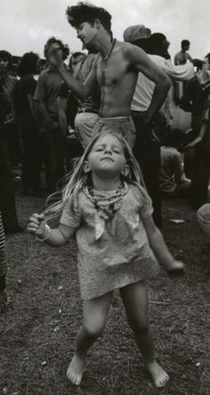 """Woodstock - """"my Dad took me to this place with a million people. i think it was called Woodstock"""" Festival Woodstock, Woodstock Music, Woodstock Photos, Woodstock Poster, 1969 Woodstock, Woodstock Concert, Woodstock Hippies, Hippie Man, Hippy Girl"""